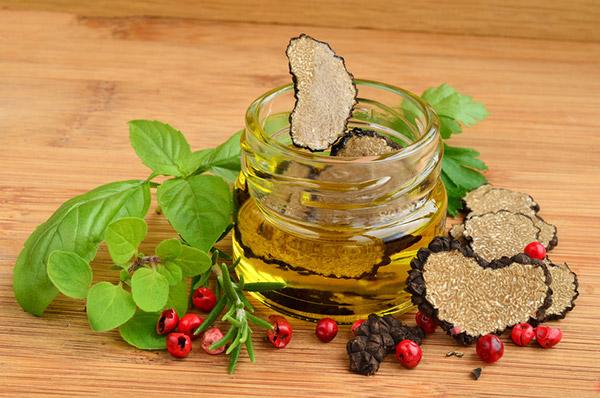 Huile aromatisée à la truffe