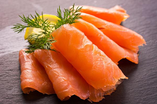 Plaque traiteur de saumon fumé Écossais